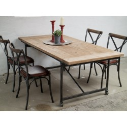 Spisebord og 4 læderstole